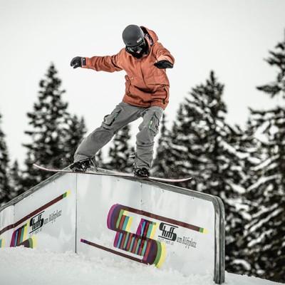 Snowboard und Ski in Lech