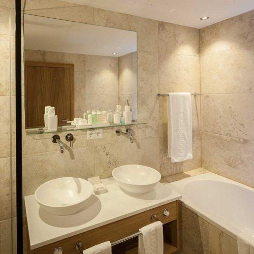 Geräumige Badezimmer in der Suite